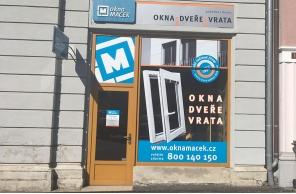 Vstup do pobočky Okna Macek Liberec